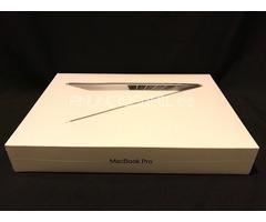 """Apple MacBook Pro 2017 Retina 15"""" /MSI GT73VR TITAN SLI 18.4-Inch Full HD i7"""