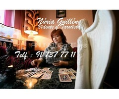 Núria Guillén, mi tarot es preciso, concreto y directo.